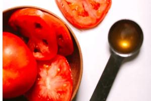 DIY: Η τέλεια μάσκα ομορφιάς με ντομάτα και μέλι!