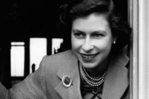 Η ιστορία της μακροβιότερης βασίλισσας στον κόσμο που σήμερα γίνεται 92 έτων δεν ήταν πάντα παραμυθένια!