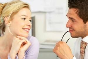 Γλώσσα του σώματος: Πότε μια γυναίκα δείχνει να σε θέλει!
