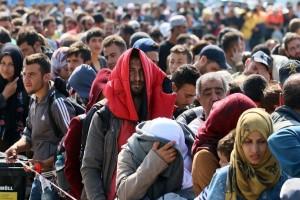 Πρόσφυγες και μετανάστες έχουν κατασκηνώσει στο κέντρο της Θεσσαλονίκης! (Photo & Video)