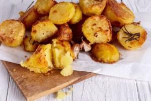 Για του επίδοξους Masterchefs: Οι τέλειες ψητές πατάτες με το πιο απλό υλικό!