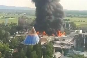 Γερμανία: Πανικός από φωτιά σε θεματικό πάρκο (video)
