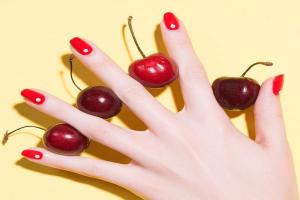 Nail trend: Το νέο χρώμα του καλοκαιριού για ένα κομψό μανικιούρ