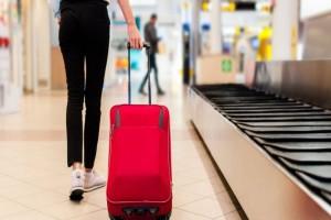 Απίστευτο κόλπο! Έτσι θα παίρνετε πρώτοι την βαλίτσα σας από το διάδρομο αποσκευών!
