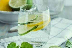 5 λόγοι για να ξεκινάς την ημέρα σου με νερό και λεμόνι!