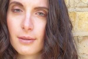 Φρικιαστικό έγκλημα: Έσφαξαν 21χρονη νταντά και έκαψαν το πτώμα της!