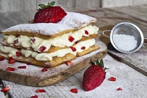 Μία λαχταριστή συνταγή: Μιλφέιγ αρωματισμένο με μαστίχα Χίου και φράουλες!