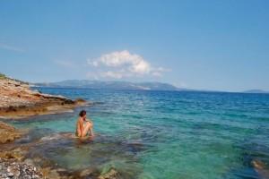 5 ψαγμένες παραλίες στην Αττική για να κάνετε τα μπάνια σας του Αγίου Πνεύματος (photos)