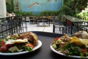 Το μυστικό μαγειρείο στην Ομόνοια που θα νιώθεις ότι τρως σπιτικό φαγητό!