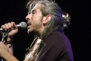 Γιάννης Χαρούλης: Όλες οι συναυλίες του τον Ιούλιο!