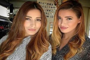Η Όλγα Φαρμάκη και η αδερφή της ομορφαίνουν τη Σαντορίνη (photos)