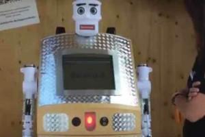 Απίστευτο: Έφτιαξαν ρομπότ - ιερέα για να καλύπτει τις... κηδείες!