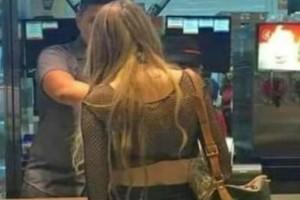Απίστευτο: Τουρίστρια πήγε στα McDonald's και «ξέχασε»... τη φούστα της!