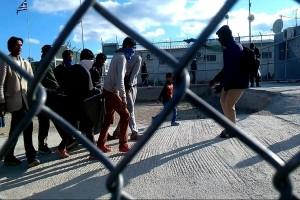 Χαμός στη Μυτιλήνη: Άγρια επεισόδια με μετανάστες!