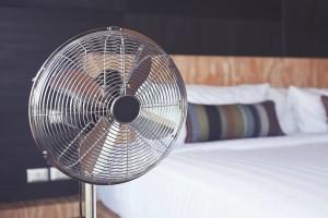 Εύκολα και πρακτικά tips για να κάνεις τον ανεμιστήρα σου να λειτουργεί σαν air-condition!