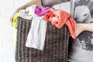 Ένα εύκολο και γρήγορο κόλπο που θα σας βοηθήσει να επαναφέρετε τα ρούχα που… μπήκαν! (Video)