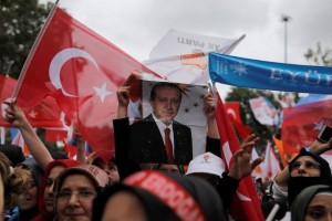 """Τι δείχνουν οι δημοσκοπήσεις στην Τουρκία; """"Πέφτει"""" μετά από χρόνια ο Ερντογάν;"""