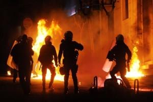 Επεισοδιακή νύχτα στην Πατησίων! - Άγνωστοι πετούσαν μολότοφ σε άνδρες των ΜΑΤ