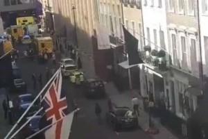 Πανικός σε κεντρικό δρόμο στο Λονδίνο – Δεκάδες αστυνομικοί και ασθενοφόρα