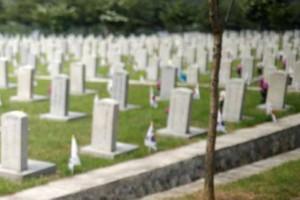 Τραγωδία: Ταφόπλακα σκότωσε 8χρονο αγοράκι που έπαιζε σε νεκροταφείο (photos)