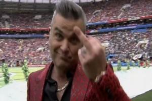 Μουντιάλ 2018: Ο λόγος που ο Ρόμπι Γουίλιαμς έδειξε το μεσαίο του δάχτυλο στην τελετή έναρξης!