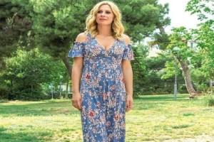 Φόρεσε το floral φόρεμα όπως η Κατερίνα Καραβάτου! Δες πως να αντιγράψεις το στυλ της!