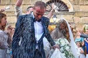 Ο γάμος πασίγνωστου Έλληνα ποδοσφαιριστή στην Ζάκυνθο που μαγνήτισε τα βλέμματα: Η νύφη, το γλέντι και το έθιμο που τηρήθηκε! (video)