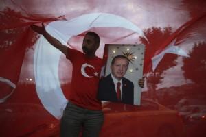 """Ο Σουλτάνος είναι εδώ: Θρίαμβος Ερντογάν στις τουρκικές εκλογές! Κρατάει την Βουλή με τους """"Γκρίζους Λύκους""""!"""