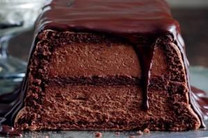 Φτιάξτε μία θεϊκή τούρτα με μους σοκολάτα και βύσσινα!