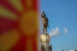 Μες τη χαρά οι Σκοπιανοί βουλευτές που ψήφισαν τη συμφωνία – Επικυρώθηκε από τη Βουλή