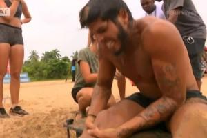 Survivor 2: Κατέρρευσε ο Νικόλας στο τέλος του αγώνα! Τραυματίστηκε σοβαρά και δεν σταμάτησε μέχρι να πάρει τη νίκη!  (video)