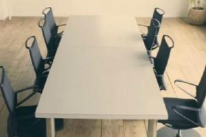 Σας φαίνονται συνηθισμένες καρέκλες; Δείτε τι συμβαίνει μόλις χτυπήσετε παλαμάκια! (video)