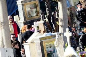 Σοκ! Είχαν τον γιο τους για νεκρό και αυτός εμφανίστηκε στην κηδεία του!