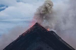 Εντυπωσιακές εικόνες: Drone πάνω από τα ηφαίστεια της Ελλάδας! (Video)