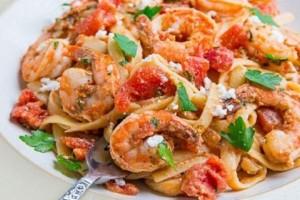 Μία υπέροχη συνταγή: Γαρίδες σαγανάκι με ζυμαρικά!