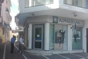 Σοκ στην Μεσσήνη: Λήστεψαν τράπεζα με όπλο και... χειροβομβίδα!