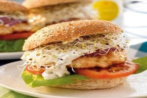 Είναι πεντανόστιμα: Φτιάξτε μυρωδάτα burgers γαλοπούλας με κάρι!