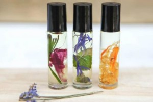 Φτιάξε το δικό σου diy άρωμα με λουλούδια και έλαια!