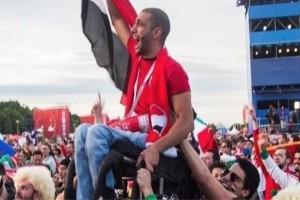 Συγκλονιστικό: Κολομβιανοί και Μεξικανοί σηκώνουν Αιγύπτιο σε καροτσάκι για να δει την ομάδα του!