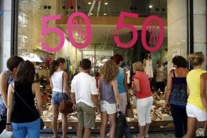 Θερινές εκπτώσεις: Πότε ξεκινούν και ποιες Κυριακές ανοίγουν τα καταστήματα;