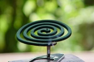 Ξεχάστε τα κλασσικά εντομοαπωθητικά φιδάκια! - Αυτή είναι η λύση για να απαλλαγείτε από τα κουνούπια!