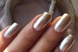 Silver Polish: Η τάση στο μανικιούρ που κάνει δυναμικό come back! Εσύ θα το τολμήσεις