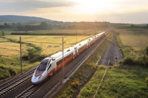 Με αυτό το τρένο η διαδρομή Αθήνα-Θεσσαλονίκη θα κρατά 3,5 ώρες!