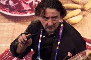Ο άνθρωπος που πληρώνεται 4.000 δολάρια για να κόβει ισπανικό χοιρινό! (video)