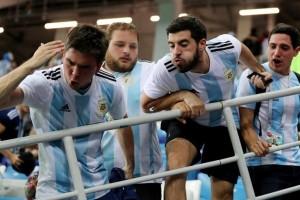 Μουντιάλ 2018: Αργεντινοί οπαδοί βρίζουν τη μάνα του Σαμπάολι και ετοιμάζονται για ντου! (videos)