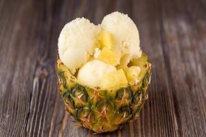 Πρέπει να το δοκιμάσετε: Φτιάξτε ένα υπέροχο σορμπέ ανανά με βασιλικό!