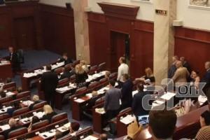 """Με 69 """"ναι"""" η Βουλή των Σκοπίων ψήφισε τη συμφωνία με την Ελλάδα!"""