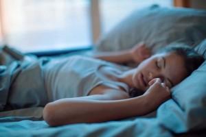 Οι τροφές που σε βοηθούν να κοιμηθείς καλύτερα το βράδυ