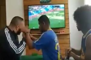 Μουντιάλ 2018: Συγκλονίζει ο τυφλός και κωφός Βραζιλιάνος που ζει το γκολ του Κουτίνιο! (video)