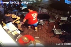 """Πελάτης """"χούφτωσε"""" σερβιτόρα και αυτή τον... ξάπλωσε στο πάτωμα! (video)"""